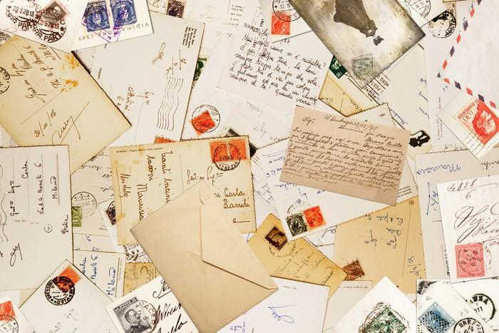 POCA A JUEGO - Fotomural Tapiz Sobres de Cartas