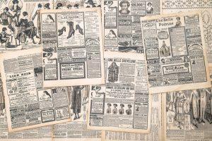 PÁGINAS DE LOS PERIÓDICOS CON ANTIGÜEDAD ANUNCIO 300x200 - Fotomurales Papel Tapiz Vintage y Old Style